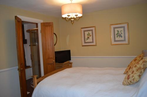 Bedroom 3 - view to en suite